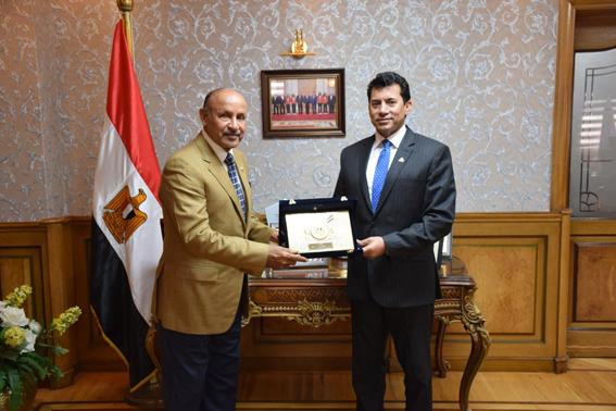 وزير الشباب يستقبل سفير البحرين ومستشار ملك المملكة لشئون الشباب والرياضة