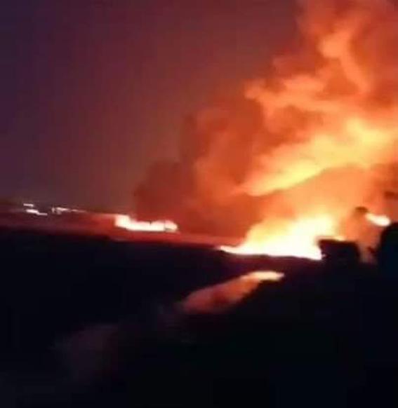 حريق ضخم إثر انفجار خط مواد بترولية بالبحيرة