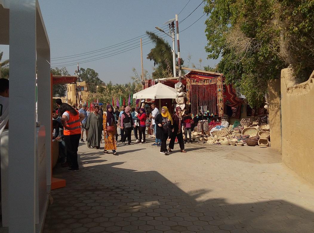 بالصور.. بدء فعاليات مهرجان تونس السنوي للخزف والفخار والحرف اليدوية بالفيوم
