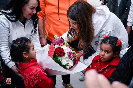 بالصور: نانسي عجرم والمستشار امير رمزي وتفقد للأطفال من الأسر تحت خط الفقر