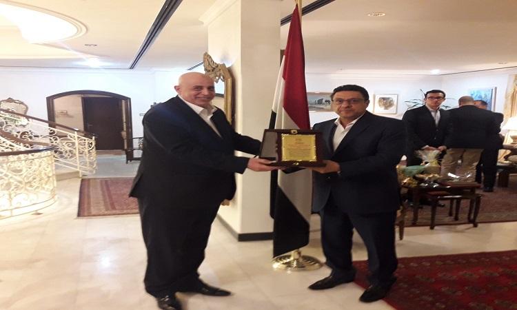 السفارة المصرية بالكويت تكرم المستشار العمالي بمناسبة انتهاء فترة عمله وطنى