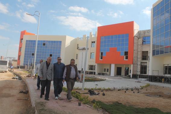 """مساعد نائب رئيس""""المجتمعات العمرانية """" يتفقد المشروعات بمدينة السادات"""