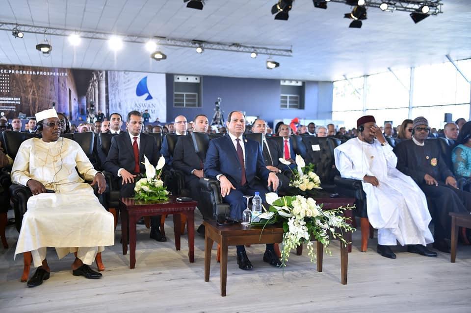 الرئيس السيسي يشارك في جلسة حوارية بمنتدى السلام في أسوان