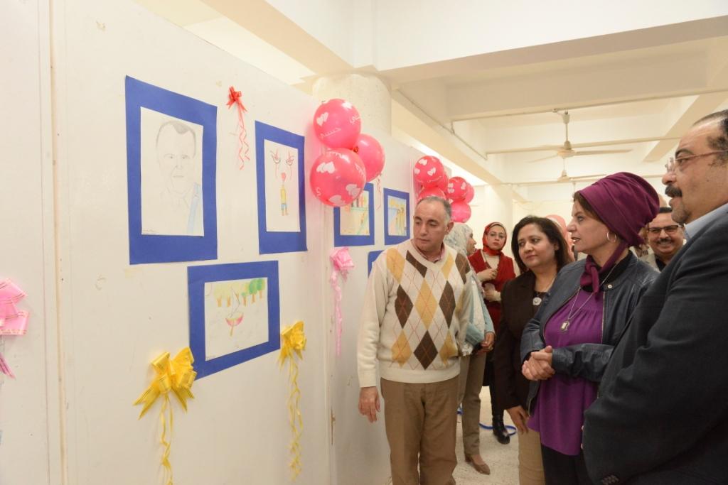 جامعة أسيوط تفتتح معرضاً فنياً لاكتشاف وتسليط الضوء على إبداعات متحدى الاعاقة