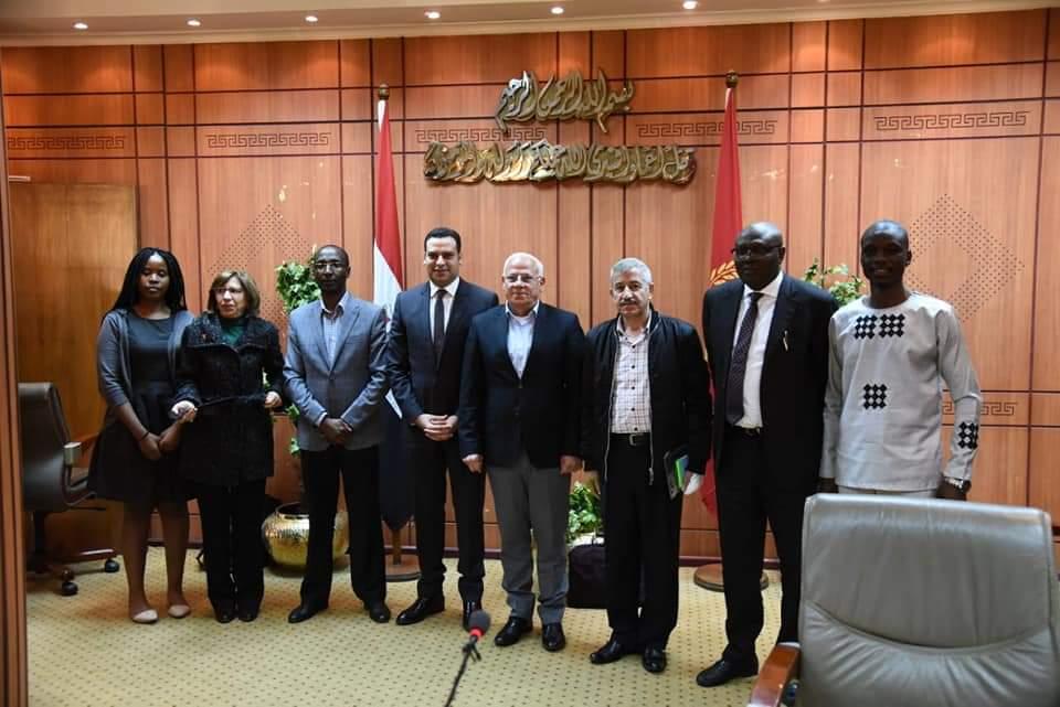 محافظ بورسعيد يلتقي ببعثة الآلية الأفريقية لمراجعة النظراء لمصر