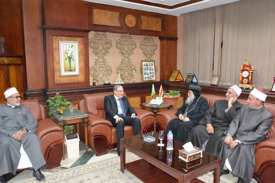 محافظ المنيا يستقبل وفد من الكنيسة والأزهر والأوقاف