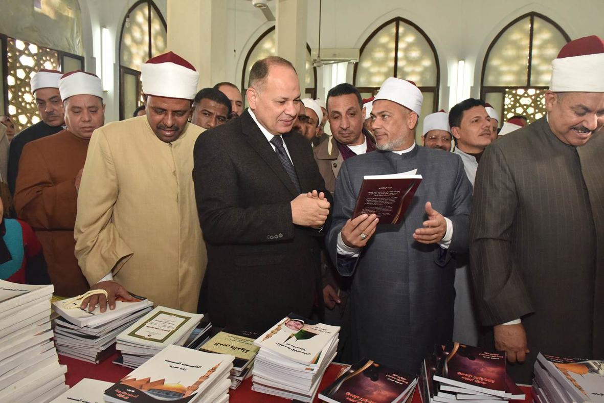 محافظ أسيوط يفتتح لقاءًا مفتوحًا بأكثر من 450 خطيب وإمام مسجد تابعين للأوقاف