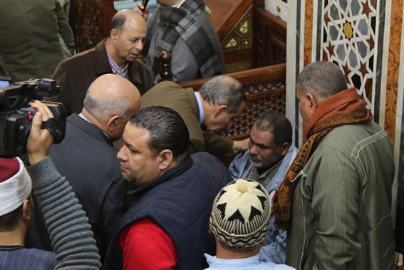 """محافظ كفر الشيخ ومدير الأمن .. والآلاف من أهالي """"دسوق"""" يشيعون جنازة شهيد الواجب بالشيخ زويّد"""