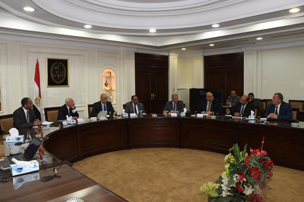 وزير الإسكان ومحافظ بورسعيد يتابعان مشروعات مياه الشرب والصرف الصحى