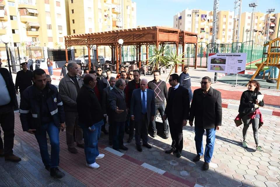 محافظ بورسعيد يتفقد مركز شباب الشيخ زايد ، ووحدة صحة الأسرة بالحى الإماراتى