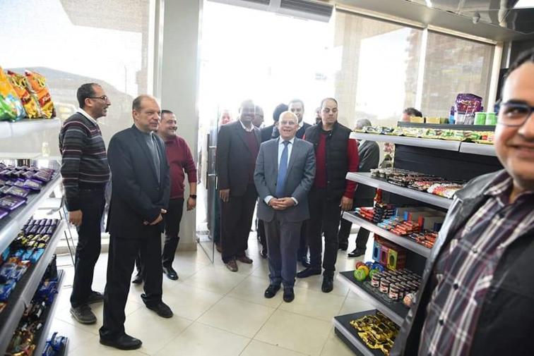 محافظ بورسعيد يتفقد محطة الغاز الجديدة بحي المناخ