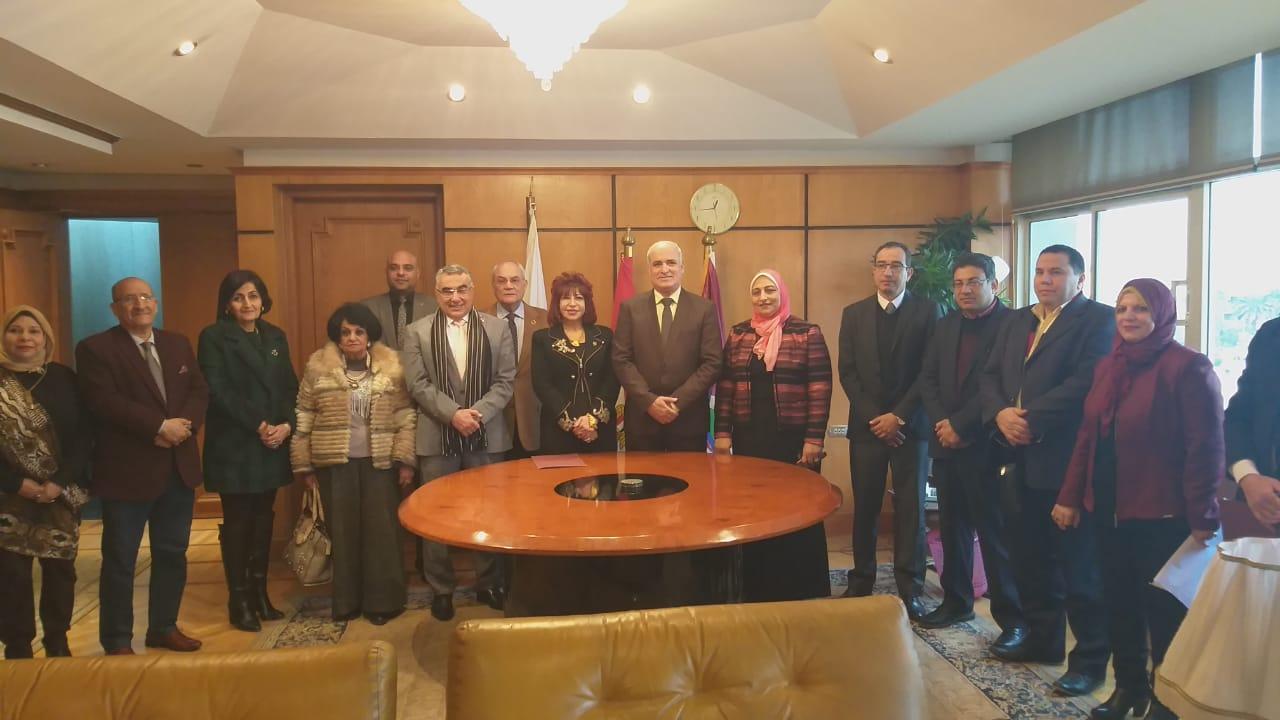 بروتوكول تعاون بين جامعة الفيوم واتحاد المستثمرات العرب لتفعيل البرامج الخاصة بالشباب والفتيات والتنمية المستدامة