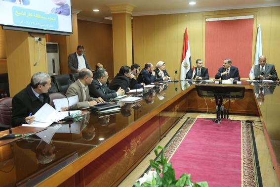 محافظ كفرالشيخ يناقش موضوعات و ملفات مع أعضاء مجلس النواب.