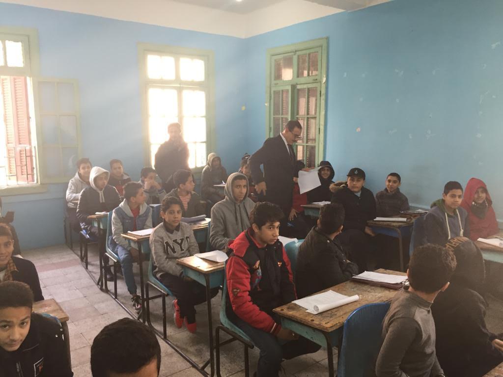 محافظ كفرالشيخ يتفقد لجان الإمتحانات بعدة مدارس ويكلف برفع مستوى النظافة بمحيط اللجان