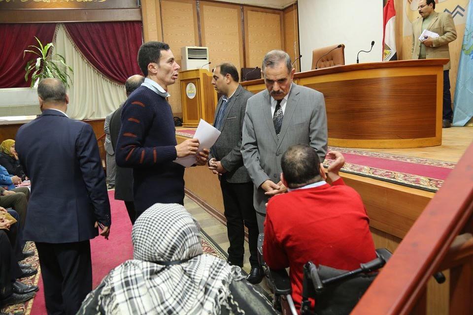 محافظ كفرالشيخ يناقش 35 شكوى في لقاء المواطنين