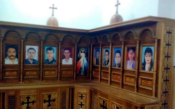 الأنبا مكاريوس يحيي ذكرى استشهاد 12 قبطي داخل كنيسة بالمنيا