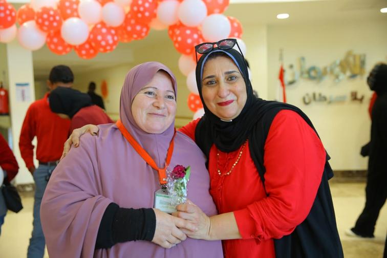"""متطوعون يحتفلون مع مرضي السرطان بـ"""" #الفلانتين"""""""