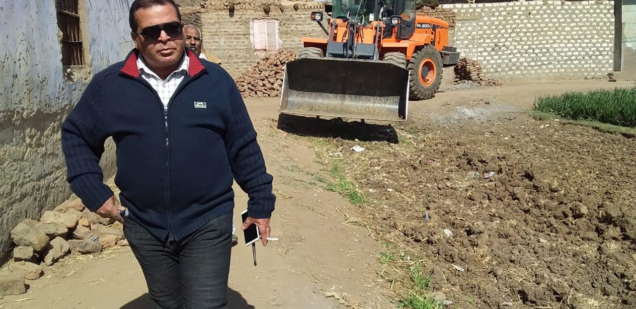 رئيس مركز الزينية : إنتهاء تسليم قطعة أرض لبناء مدرسة وتمهيد طريقها