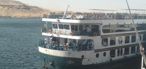 تصادم باخرة سياحية بلنشات ومراكب في أسوان