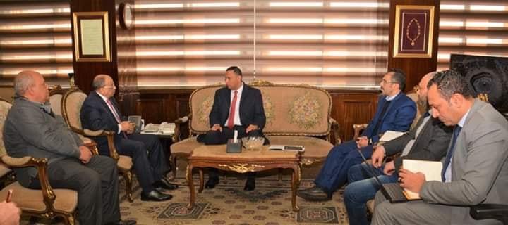 وزير التنمية المحلية يجتمع بمحافظ الدقهلية لتطوير إدارة المخلفات الصلبة