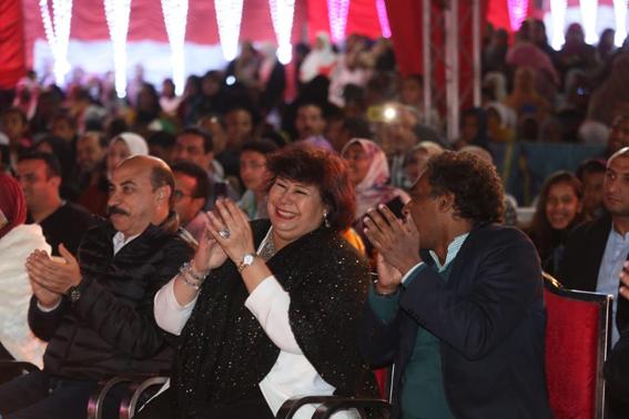 وزيرة  الثقافة ومحافظ أسوان يشهدان احتفالية تعامد الشمس على وجه رمسيس الثانى بمعبد أبو سمبل
