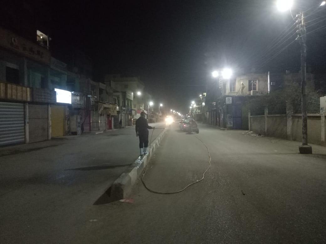 """رش شوارع طامية لتطهيرها ضد """"كورونا"""" بالفيوم"""