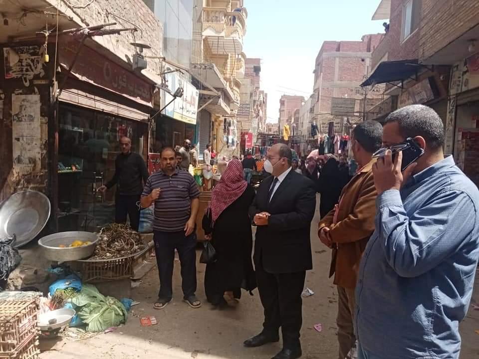 """نائب محافظ الجيزة يقود حملة مكبرة على أكبر سوق أسبوعي """"الأثنين"""" بمدينة كرداسة"""