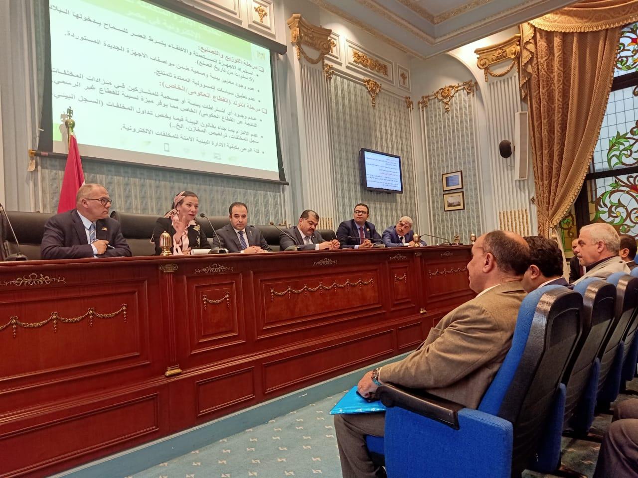 وزيرة البيئة: وضع منظومة للإدارة المتكاملة للمخلفات الإلكترونية