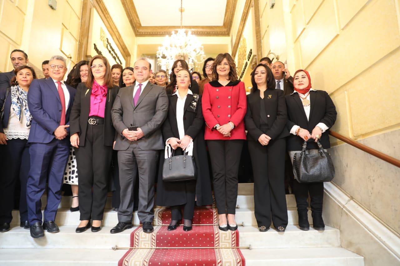 وزيرات مصر يُشاركن فى افتتاح جلسة التدوال بالبورصة المصرية