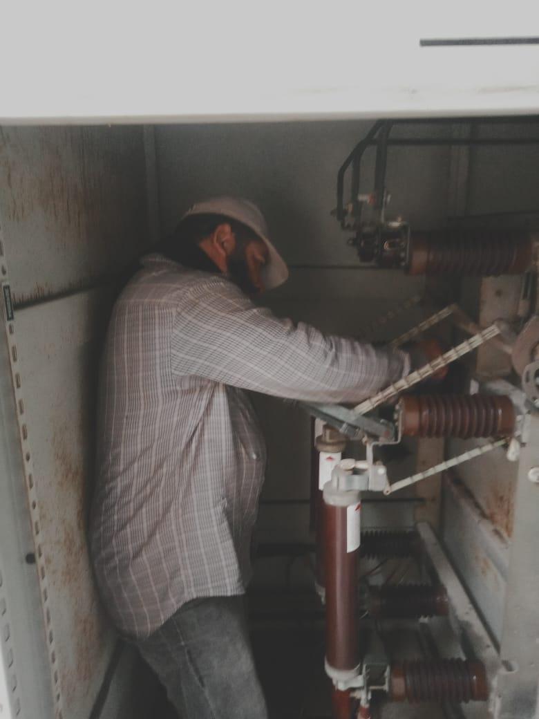 الكهرباء تعمل على حل شكاوى  خدمة الخط الساخن 121 منذ تفعيلها  وحتى الآن