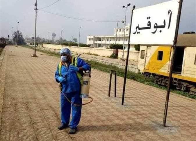 تطهير وتعقيم لعربات ومحطات قطار أبوقير بالإسكندرية