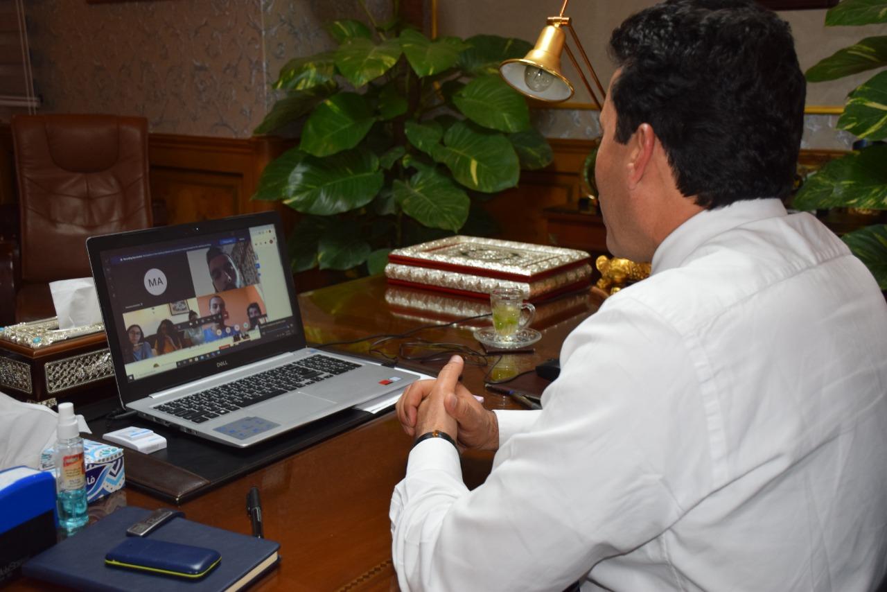 وزير الرياضة يتواصل مع اللاعبين العائدين بالخارج بالحجر الصحي عبر الفيديو كونفرانس