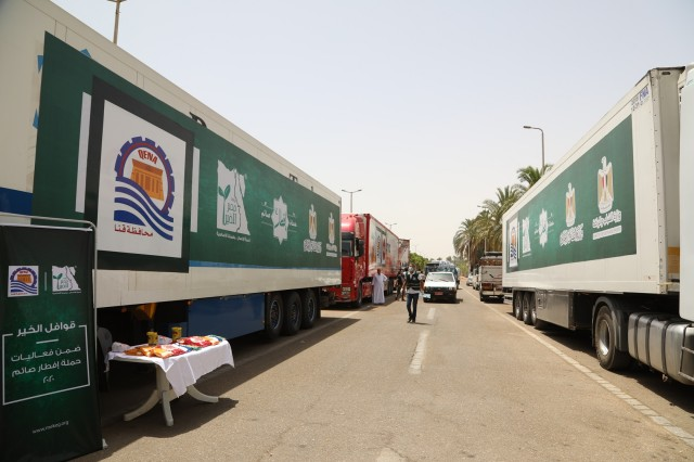 """""""مصر الخير"""" تسلم  12500 كرتونة مواد غذائية لقنا"""