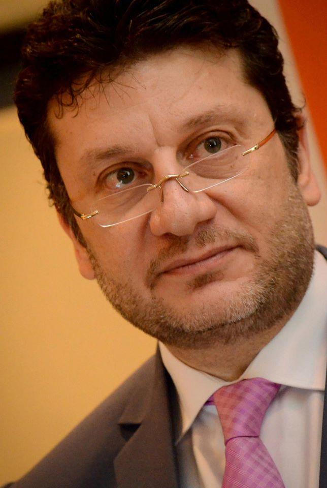 الدكتور عمرو المنير