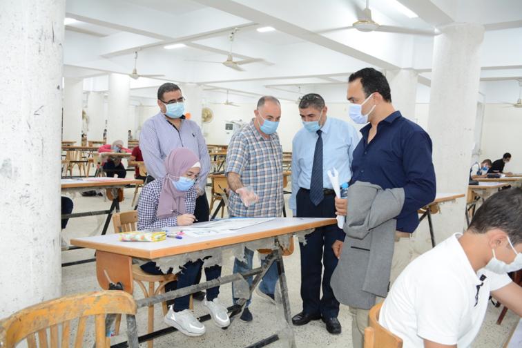لجنة من وزارة التعليم العالي تتفقد اختبارات القدرات بجامعة أسيوط